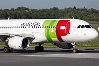Airbus A320-214 - CS-TNM  -