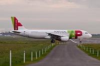 Airbus A320-214 - CS-TNT -