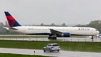 Boeing 767-432/ER - N835MH -