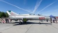 Mikoyan-Gurevich MiG-21UM - 9233 -